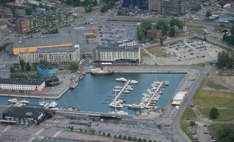 Полиция: пропавший в Таллинне финский политик и профсоюзный деятель утонул в Адмиралтейском бассейне