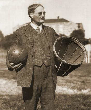 Игра в клетке и на ипподроме, команды из индейцев и крашеных рыжих: так рождался баскетбол